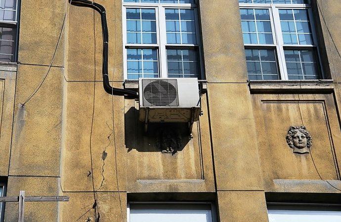 Одесская мэрия снова планирует убрать с фасадов кондиционеры
