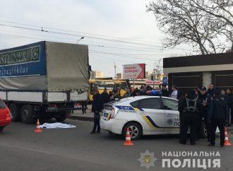 Полиция выясняет обстоятельства гибели пенсионерки под колёсами грузовика