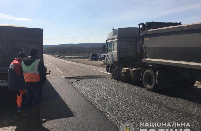 Грузовик сбил дорожных рабочих на трассе «Одесса – Киев»