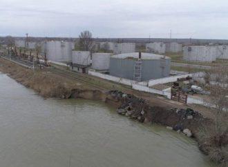 Воды Дуная подмыли берег недалеко от трассы Одесса-Рени