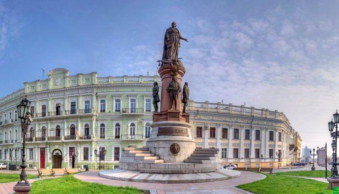 Памятник Екатерине II переносить не будут, — решение Верховного суда