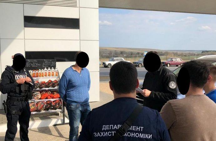 Одесский таможенник попался на взятке
