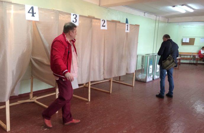 Попытки селфи, похищение бюллетеня и агитационный автобус: как проходило голосование в области
