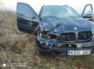 Пьяный водитель иномарки сбил двух женщин на обочине дороги и скрылся
