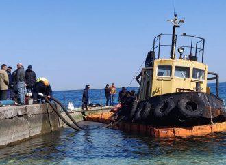 Транспортировка аварийного буксира с пляжа «Дельфин»: снова возникли трудности