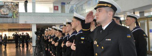"""""""Блокпост памяти"""": на морвокзале открылась выставка в поддержку пленных моряков"""