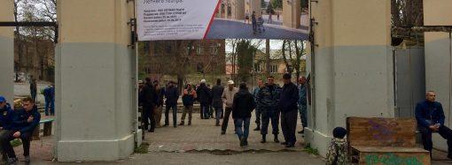 Летний театр в Горсаду: мирные переговоры перешли в столкновения
