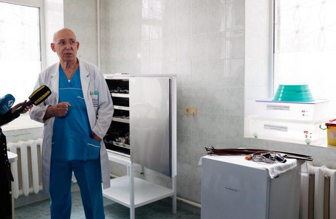 Одесские волонтеры передали детской больнице новое оборудование