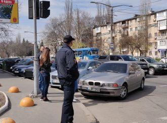 Одесские патрульные учат пешеходов правильно переходить дорогу