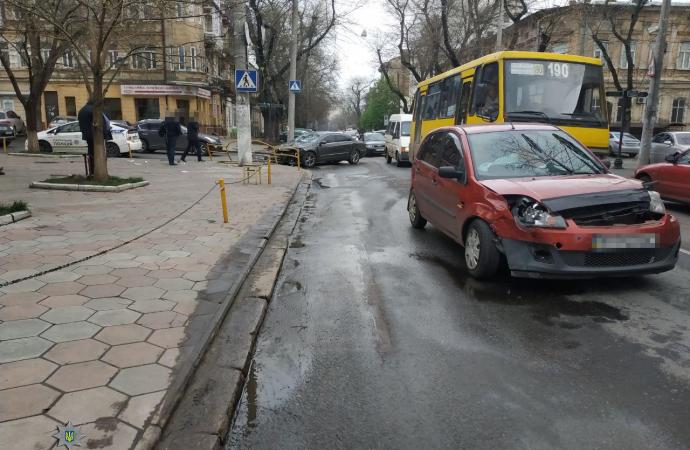 ДТП в центре Одессы: женщина-пешеход попала в больницу