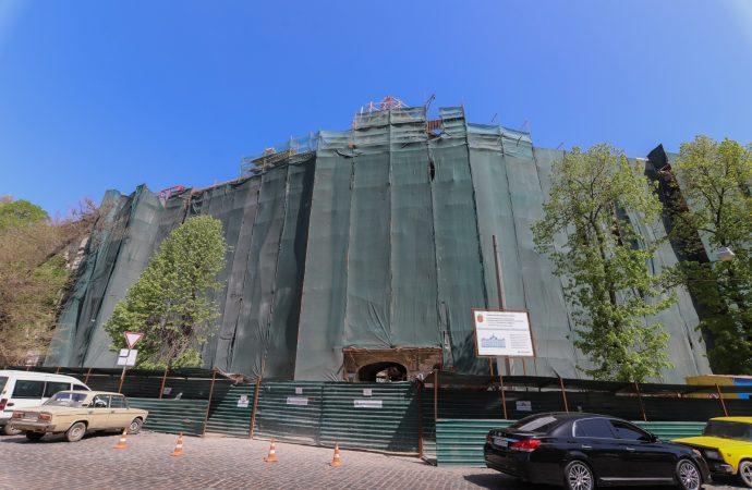 Дом Руссова обещают восстановить к сентябрю