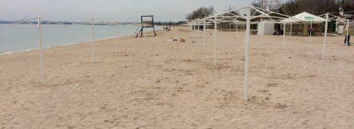 Подготовка пляжей к сезону. Часть 5: пляж в Лузановке готовить стали с опозданием