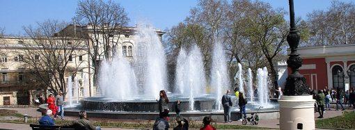 Счастливая семерка: одесситы любуются первыми включенными фонтанами