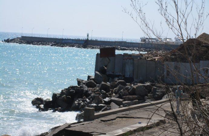 Пляж «убитый», пляж «живой»: как выглядит Черноморка накануне курортного сезона