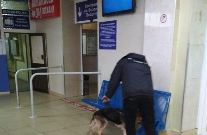 Очередное минирование: из Одесского аэропорта снова эвакуируют пассажиров. Обновлено