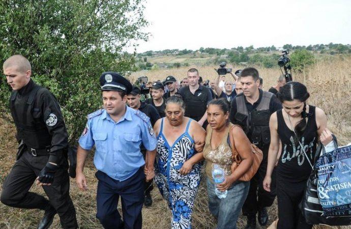 Суд по Лощиновке: пострадавшим ромам возместят моральный ущерб
