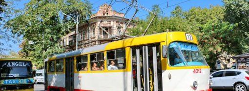 Пожилая одесситка выпала из трамвая – водитель пыталась «замять» инцидент