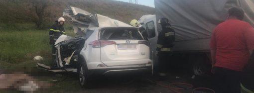 «Тойота» столкнулась с грузовиком — погибли 4 человека