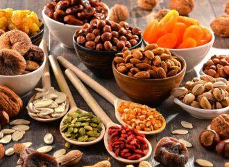 Орехи и сухофрукты при псориазе: вред и польза
