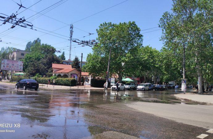 Две улицы Одессы превратились в озера