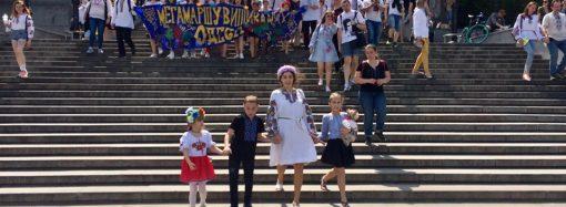 Двенадцатый мегамарш в вышиванках прошёл по главным улицам Одессы