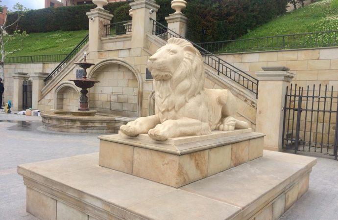 лев набережная 16 фонтана