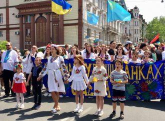Одесситы выйдут на парад в вышиванках и масках