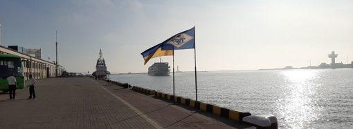 """Два круизных лайнера """"встретились"""" в Одесском порту"""