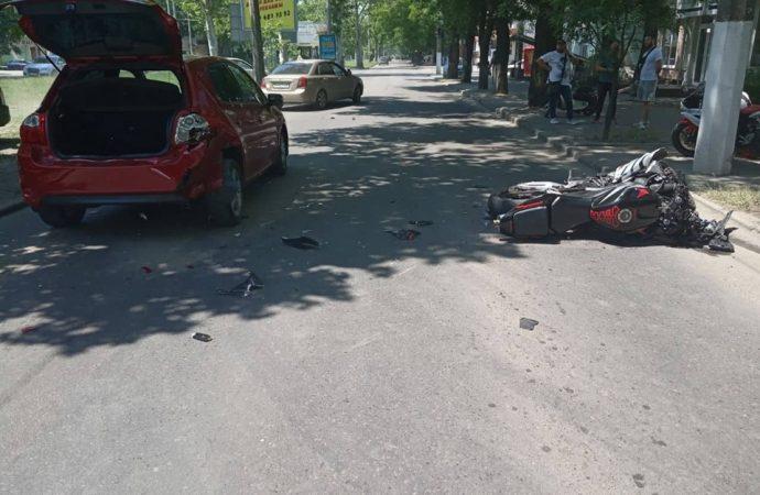 Третье за три дня ДТП с мотоциклом: два человека в больнице