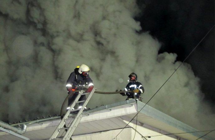 Спасатели рассказали подробности ночного масштабного пожара со взрывами