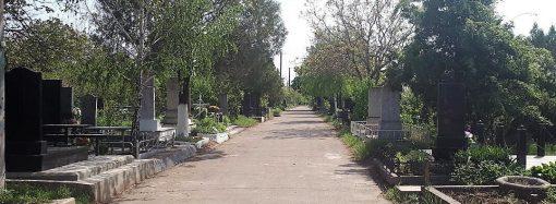 Сегодня и завтра три автобусных маршрута будут заезжать к «Западному» кладбищу