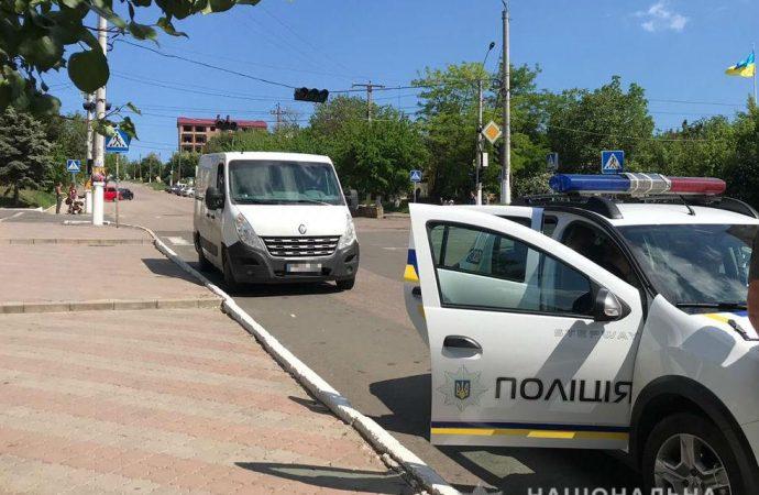 Ребенок попал под колеса микроавтобуса в Одесской области