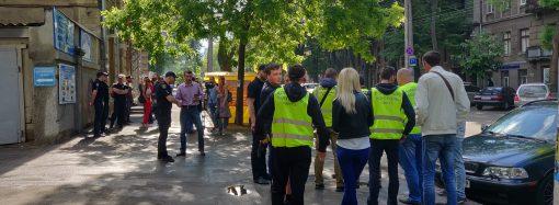 """Возле """"Укртрансбезпеки"""" состоялась акция протеста: транспортного коллапса в центре Одессы нет"""