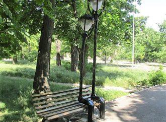 Влюбленные фонари и сердца: как продолжается скамеечная история Одессы