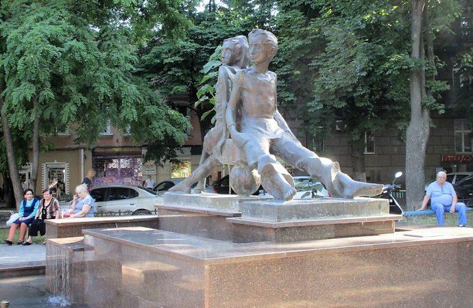Катаевские герои вернулись в родной одесский скверик