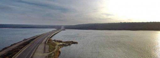 Облавтодор показал с высоты птичьего полета, как ремонтируют мост через Хаджибей