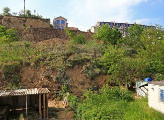 В горсовете сообщили, кто укрепит обрушившийся склон в районе Дачи Ковалевского