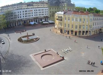 «Безликое» здание на Греческой площади хотят расписать по образцу генуэзских фасадов