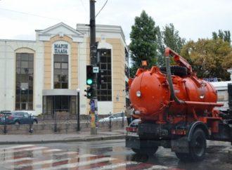 Коммунальщики прочистили ливненвую канализацию Одессы к весне