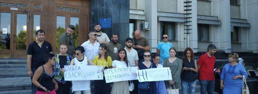 Кабмин едва успел согласовать кандидатуру нового губернатора, как против назначения в Одессе собрали митинг