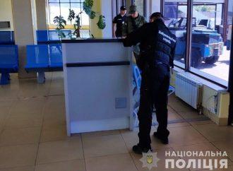 «Заблокировать выезды из города»: неизвестный «заминировал» порт, аэропорт и два вокзала в Одессе