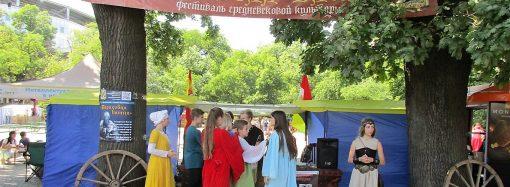 Ристалище и танцы, ремесла и корчма: в Одессе открылся фестиваль «Пороховая башня»
