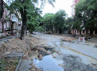 Ливень превратил ремонтируемую Софиевскую в Одессе в непроходимое болото