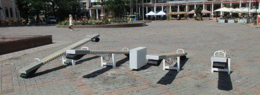 Как сейчас выглядят скандальные качели на Греческой площади?
