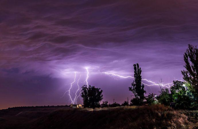 Штормовое предупреждение: в Одессе будет гроза и град