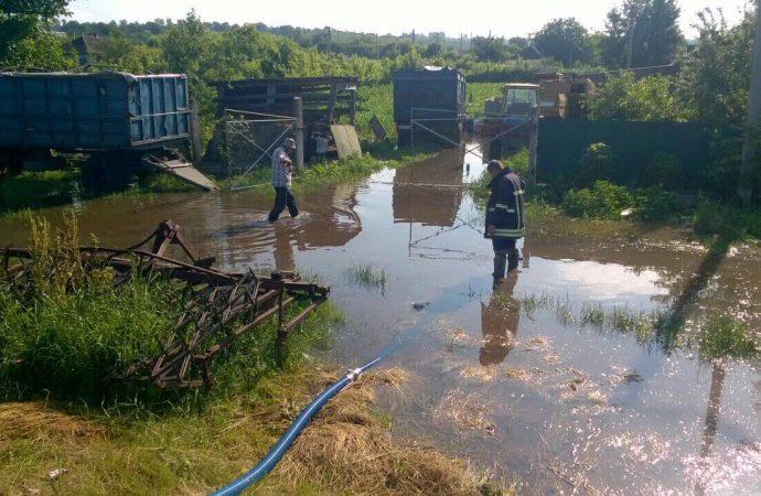 В Подольском и Балтском районах Одесской области ликвидируют последствия ливней