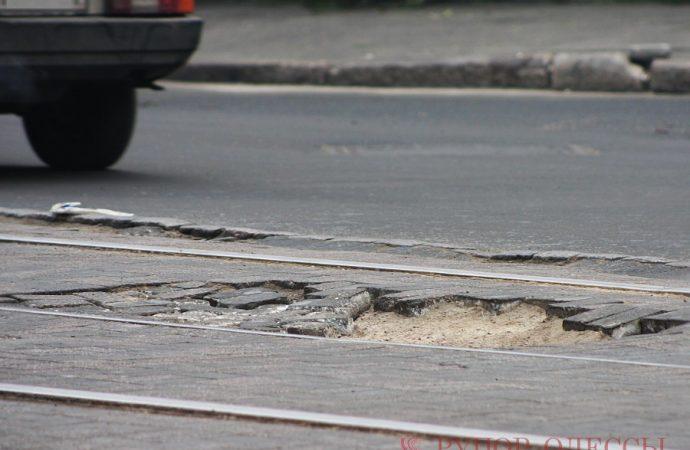 Меняют трамвайные пути: на Молдаванке перекроют движение транспорта на одном из перекрестков