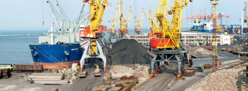 Министр экологии предлагает усилить экопроверки в портах из-за позеленения моря в Одессе