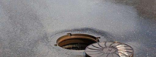 В Одесі під час ремонтних робіт чоловік упав у люк