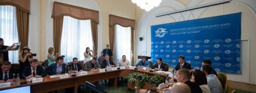 Губернатора не назначил, а главу ГФС решил уволить: как проходит визит президента в Одессу
